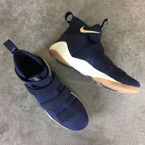 Nike Soldier XI Zoom Shoes Navy Size 10